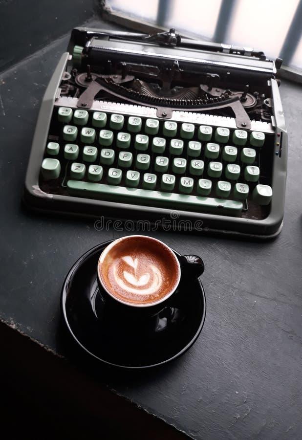 Alles fangen nach Kaffee an stockbild