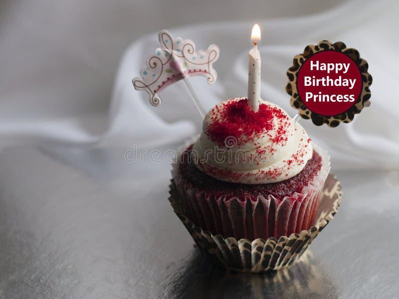 Alles- Gute zum Geburtstagprinzessinfeierkleiner kuchen lizenzfreie stockfotos