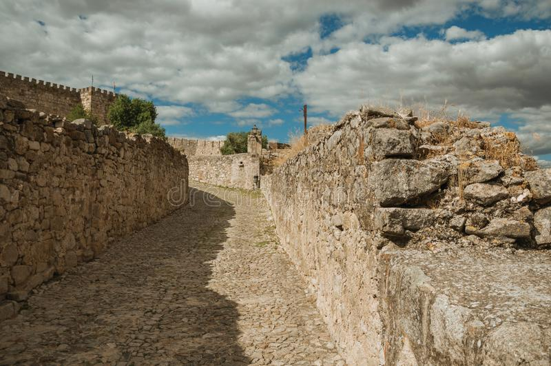 Alley with stone walls towards the Castle of Trujillo stock photos