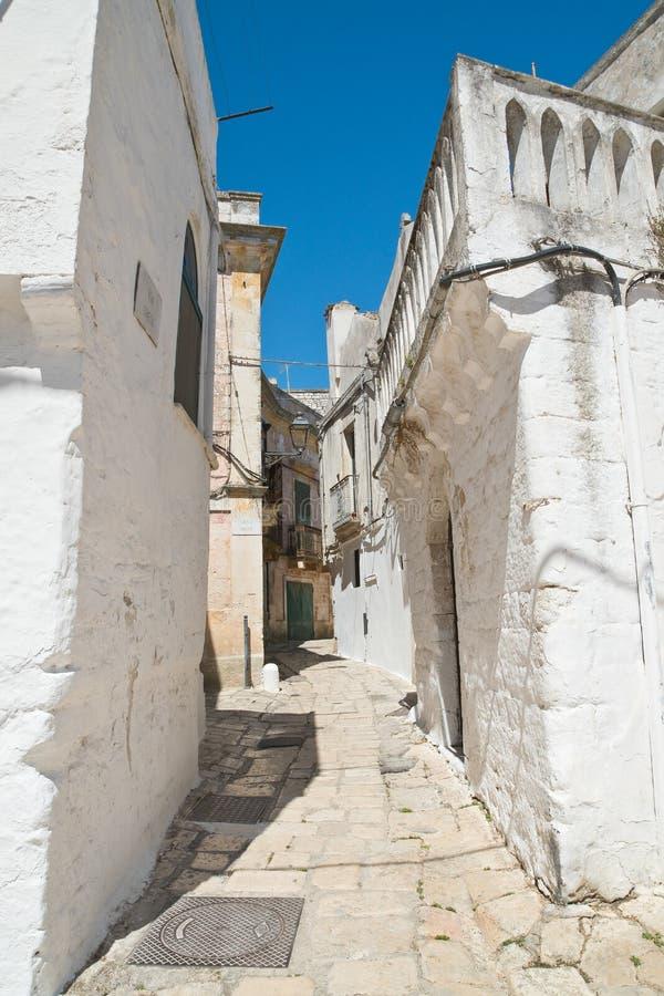 alleyway Ceglie Messapica Puglia Italy imagem de stock