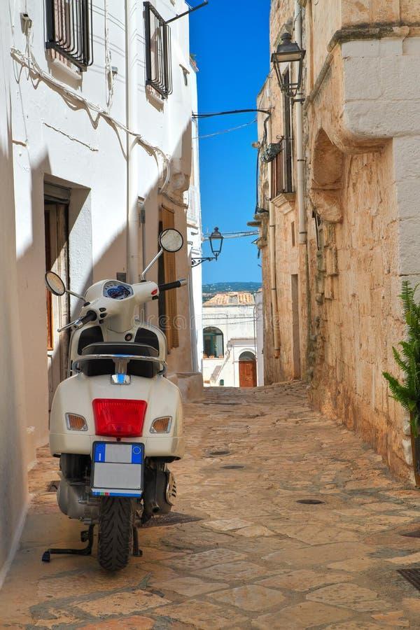 alleyway Ceglie Messapica Puglia Italy fotos de stock