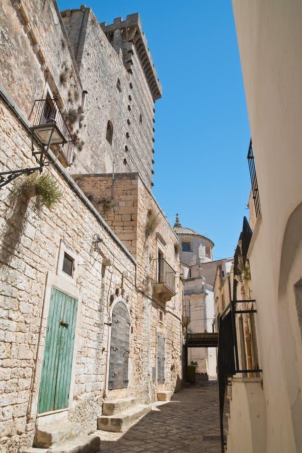 alleyway Ceglie Messapica Puglia Italy foto de stock