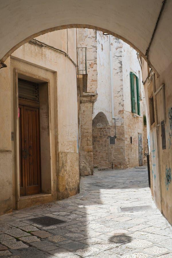 alleyway Conversano Puglia Italy fotos de stock