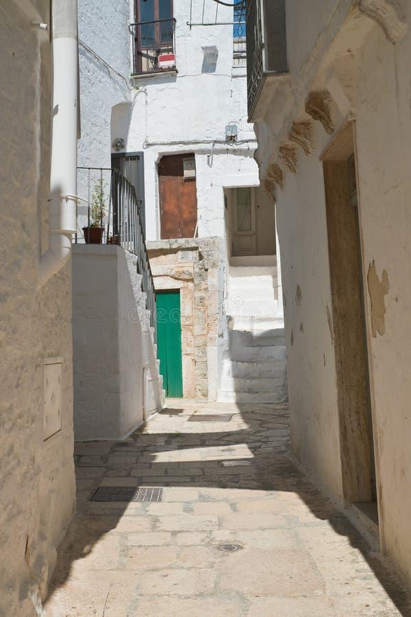 alleyway E Puglia Italy fotos de stock