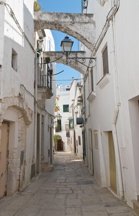 alleyway E Puglia Italy foto de stock
