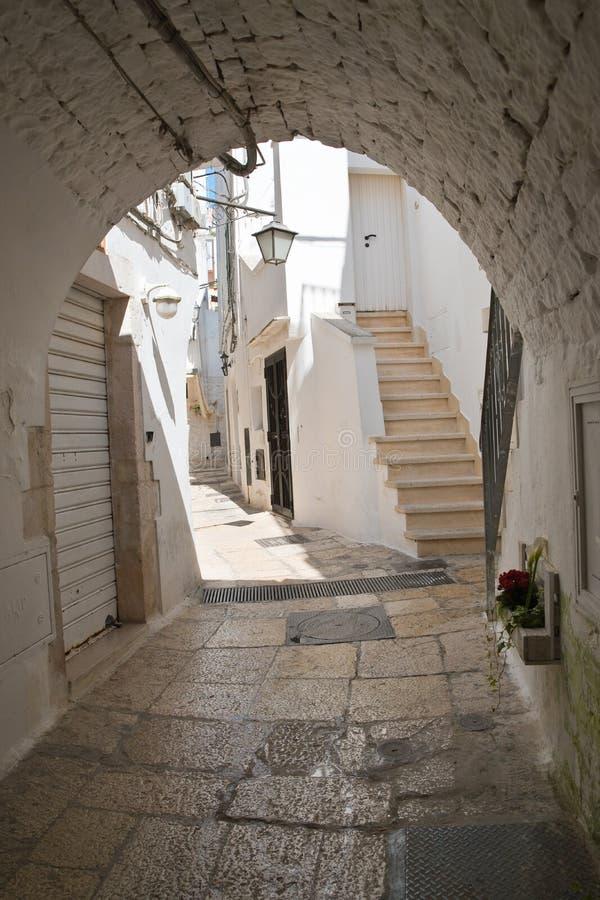 alleyway E Puglia Italy imagens de stock royalty free