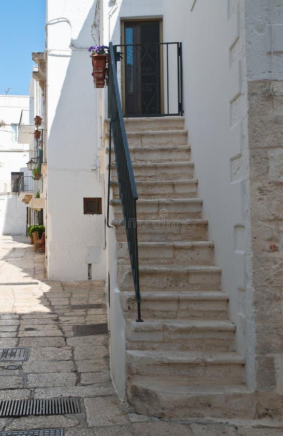 alleyway E Puglia Italy foto de stock royalty free