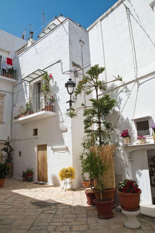 alleyway Locorotondo Puglia Italy imagens de stock