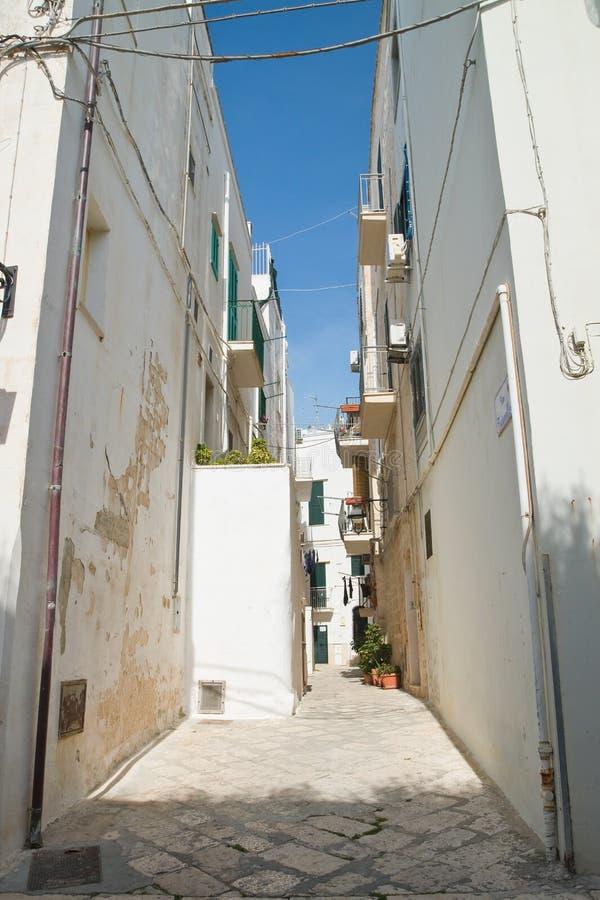 alleyway Monopoli Puglia Italy imagens de stock royalty free