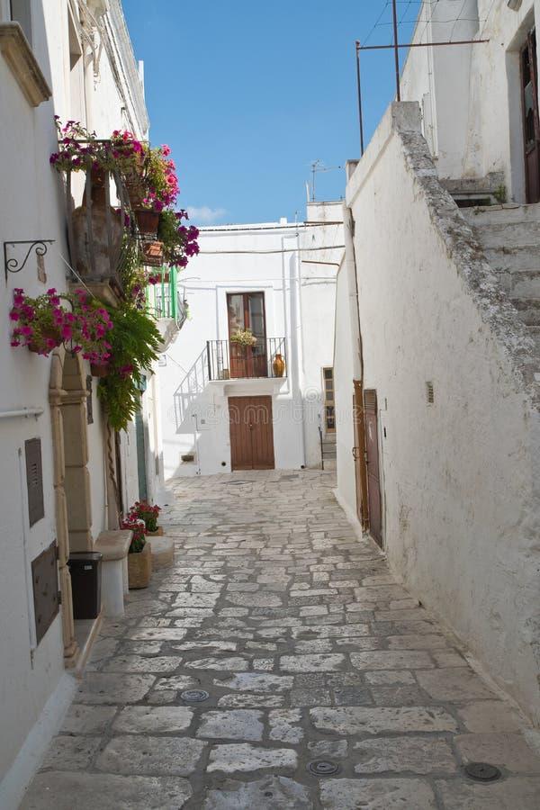 alleyway Mottola Puglia Italy foto de stock