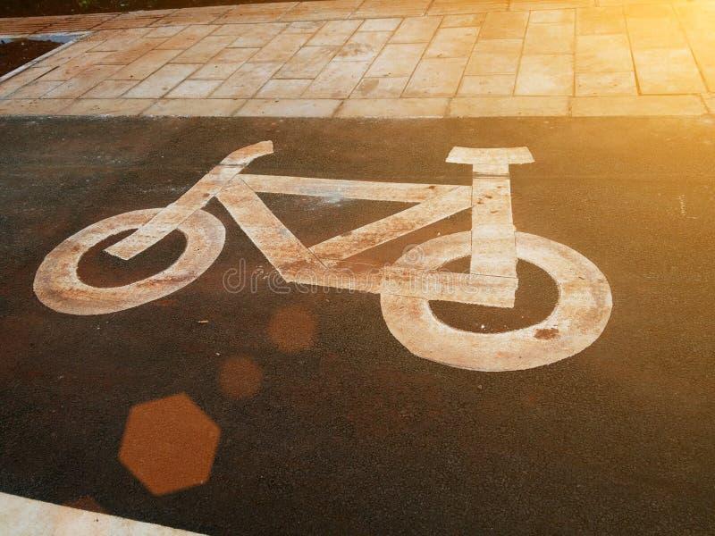 Allez à vélo le panneau routier photo libre de droits