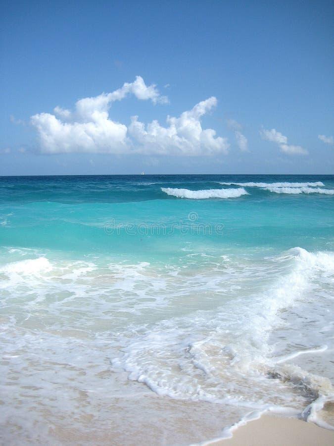 Allgemeiner blauer Seehorizont Strand Cancún Mexiko Karibisches Meer stockfotos
