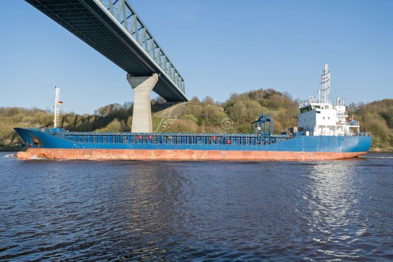 Allgemeines Frachtschiff lizenzfreie stockfotos