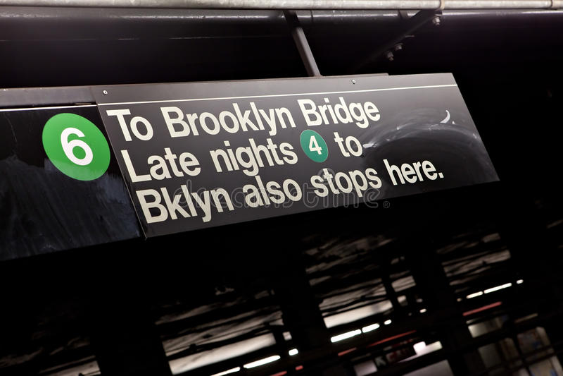 Untergrundbahn-Zeichen Brooklyns NYC stockbilder