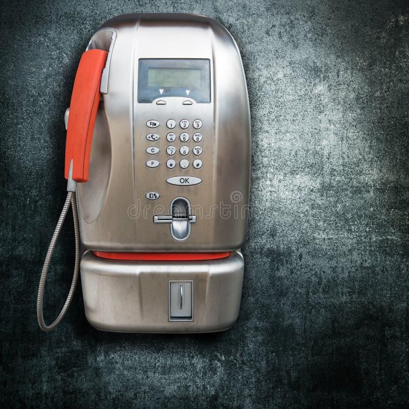 Allgemeines Telefon auf dunklem Hintergrund lizenzfreie stockfotos
