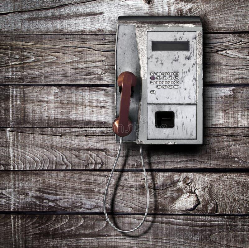 Allgemeines Telefon auf hölzernem Hintergrund stockfotos