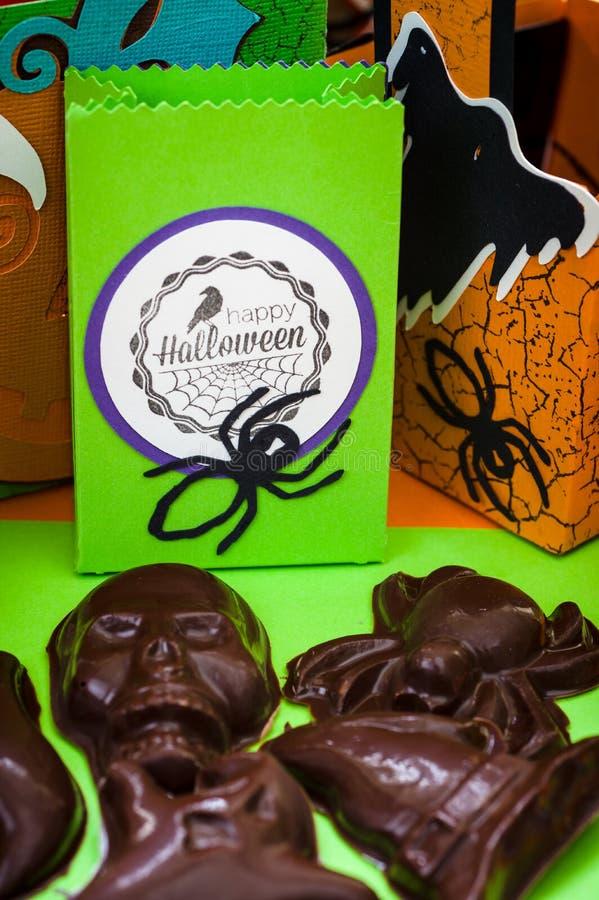 Allhelgonaafton - allhelgonaafton tillverkar - pappers- tillverka - handgjorda Chocola royaltyfri fotografi