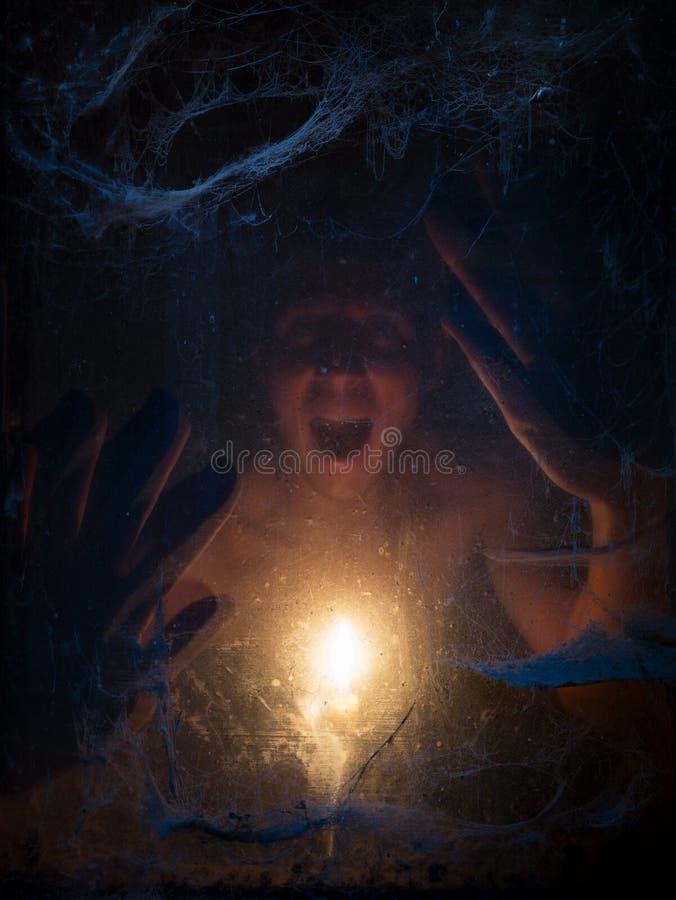 Allhelgonaaftonbakgrund med spindelnätet och framsidan royaltyfria foton