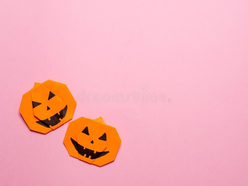 Allhelgonaaftonbegrepp, pappers- origamipumpa, copyspace arkivfoton