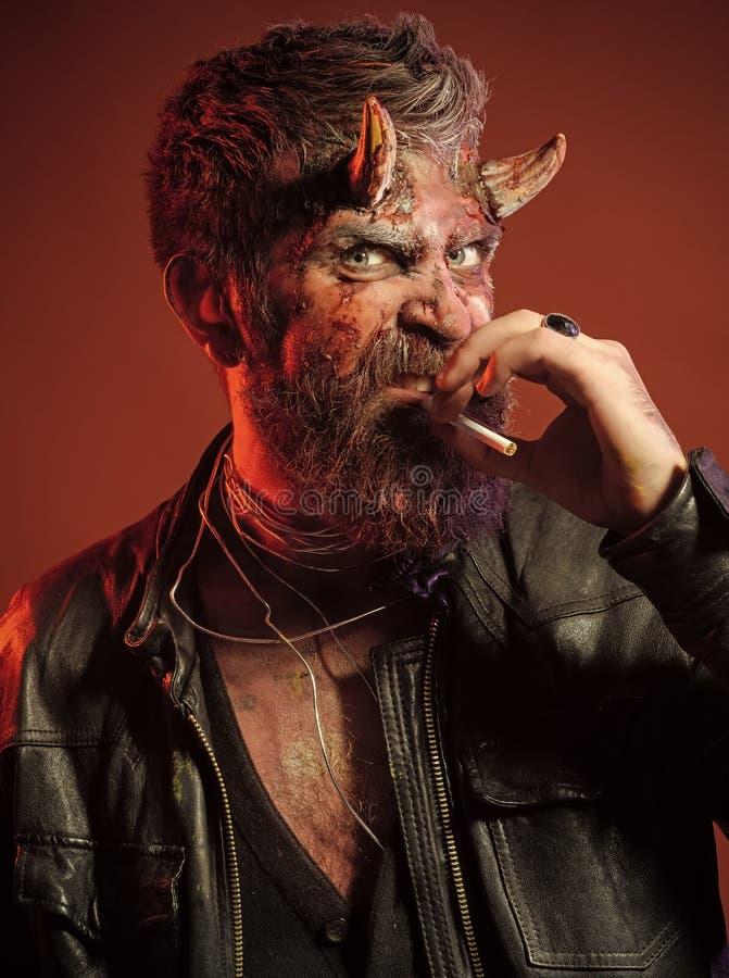 Allhelgonaaftondemonhuvud med gethorn fotografering för bildbyråer