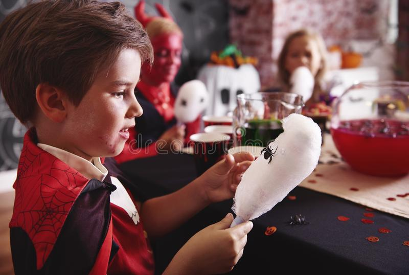 Allhelgonaaftonparti för ungar fotografering för bildbyråer