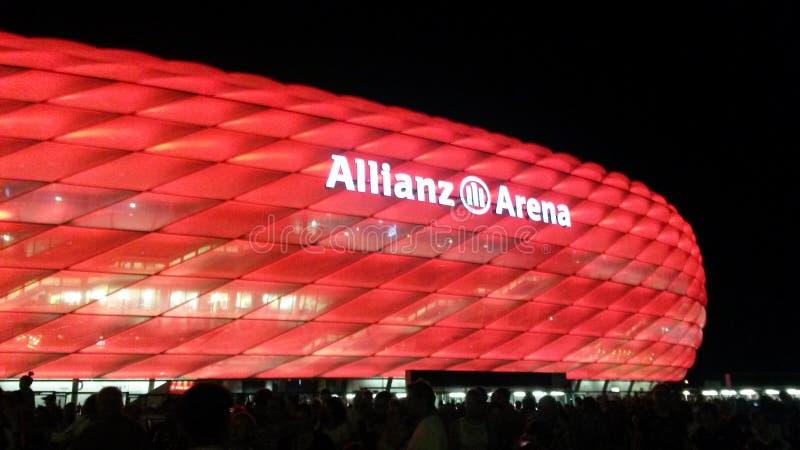 Allianz arenaröta arkivbilder