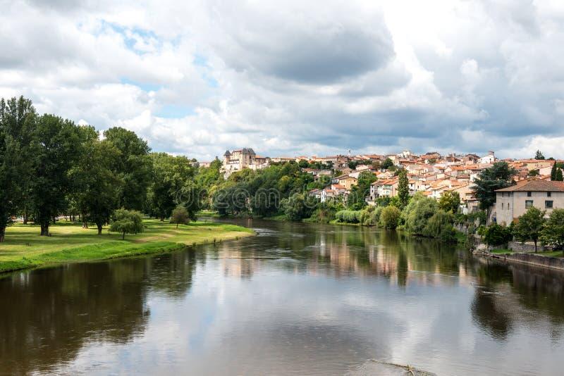 Allier rzeka w górskiej chacie (Francja) zdjęcie stock