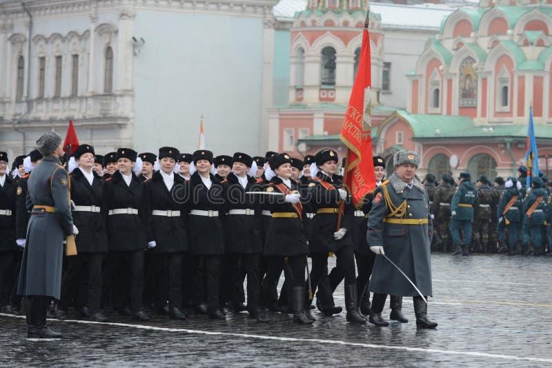 Allievi del corpo del cadetto di Mosca un collegio per le ragazze del ministero della difesa della Federazione Russa fotografia stock libera da diritti