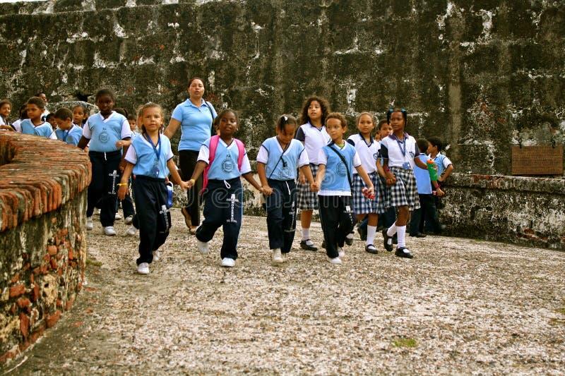 Allievi sull'escursione, Cartagine, Colombia immagini stock