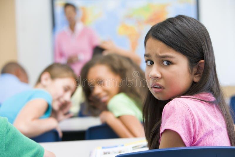 Allievo della scuola elementare che è oppresso fotografia stock