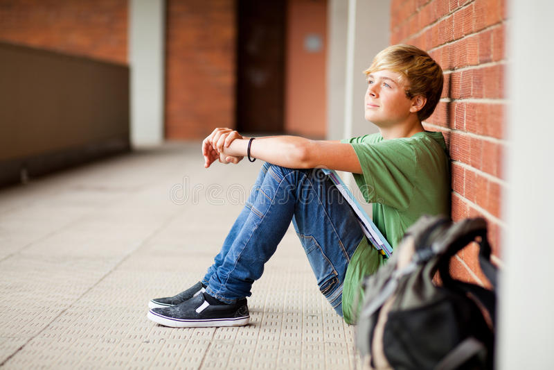 Allievo teenager che daydreaming fotografie stock libere da diritti