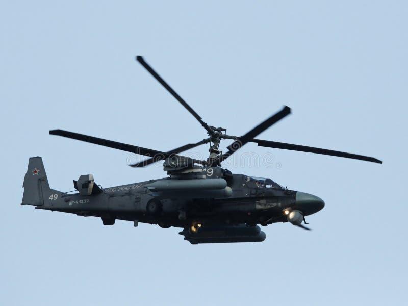 Alligatorn Ka-52 är en allväders- attackhelikopter arkivfoton