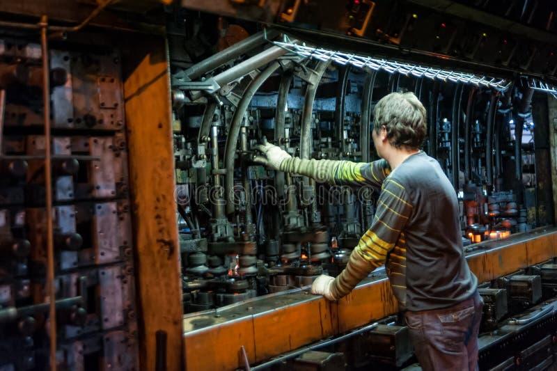 Allini per la produzione delle bottiglie, Tjumen' immagine stock libera da diritti