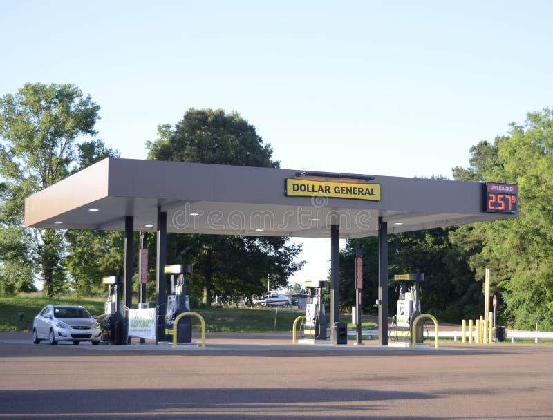 Allmän bensinstation för dollar arkivfoto