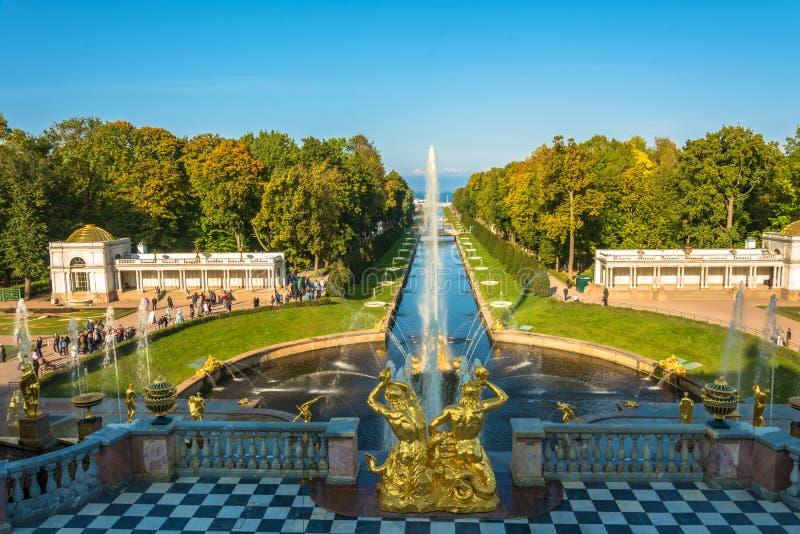 Allmän sikt av avenyn av springbrunnarna och havskanalen royaltyfria foton