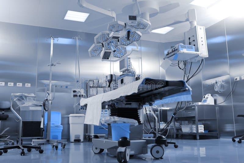 Allmän sikt av det moderna kirurgiska rummet arkivfoton