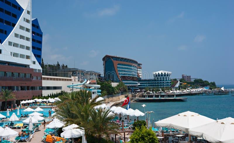 allmän sikt av hotellVikingen den kvalitets- semesterorten i Alanya, Turkiet royaltyfri fotografi