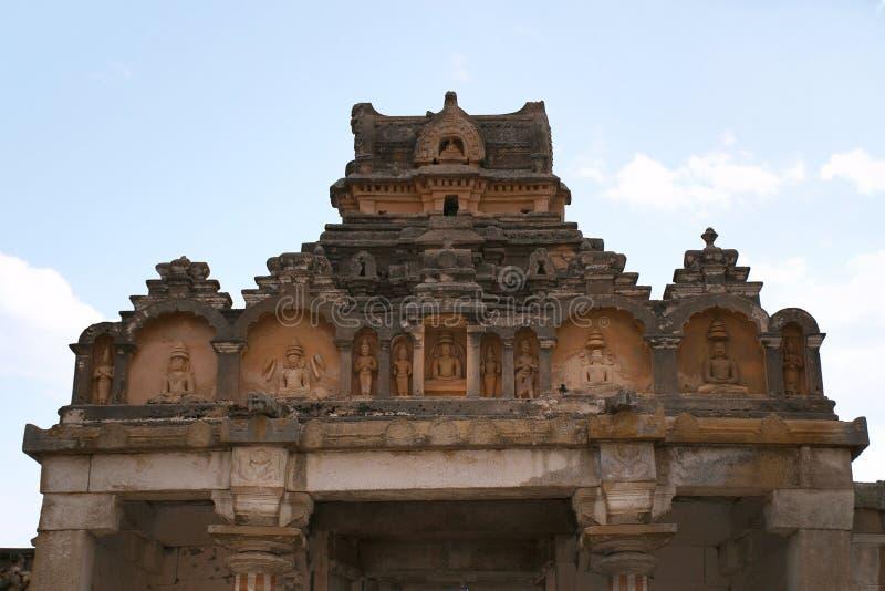 Allmän sikt av komplexet för Vindhyagiri kulletempel, Sravanabelgola, Karnataka Sikt från den Chandragiri kullen Stora Belgola, v royaltyfri fotografi