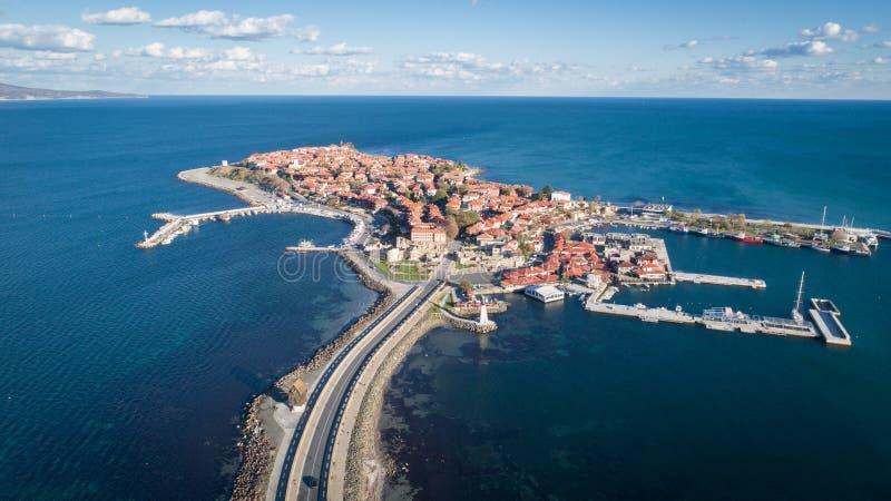 Allmän sikt av Nessebar, forntida stad på den Black Sea kusten av Bulgarien Panorama- flyg- sikt royaltyfria bilder