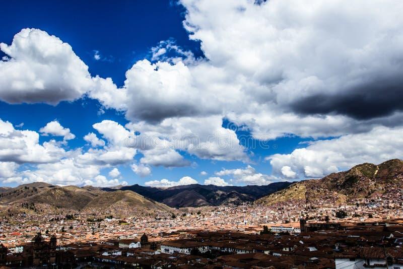 Allmän sikt av staden av Cuzco, Peru arkivfoton
