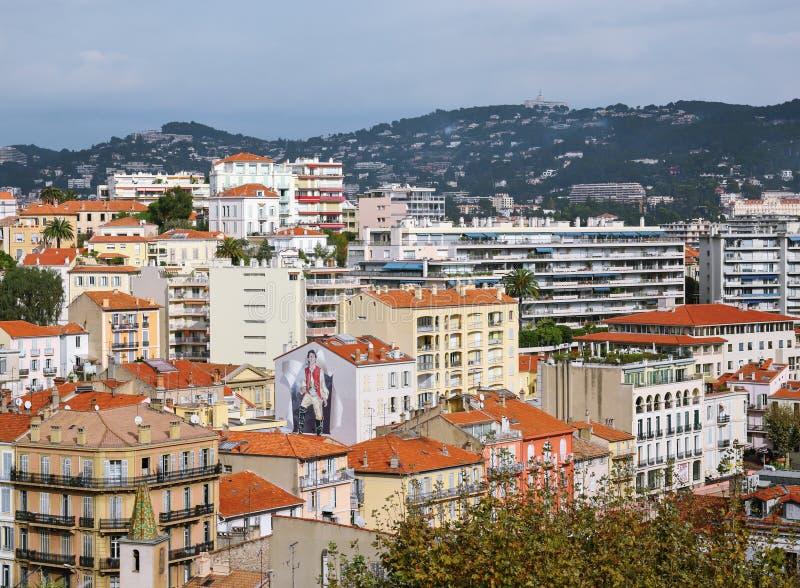 Allmän sikt av staden Cannes uppifrån arkivfoton