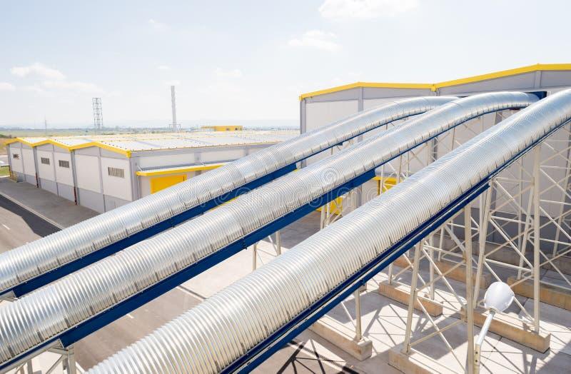 Allmän sikt i en återvinningavfalls till energifabriken arkivbilder