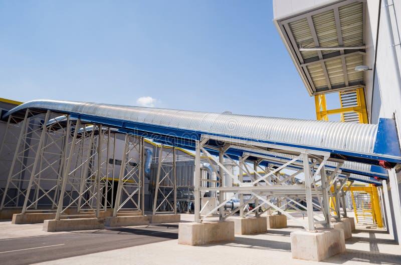 Allmän sikt i en återvinningavfalls till energifabriken royaltyfri fotografi