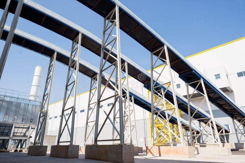 Allmän sikt i en återvinningavfalls till energifabriken arkivfoto