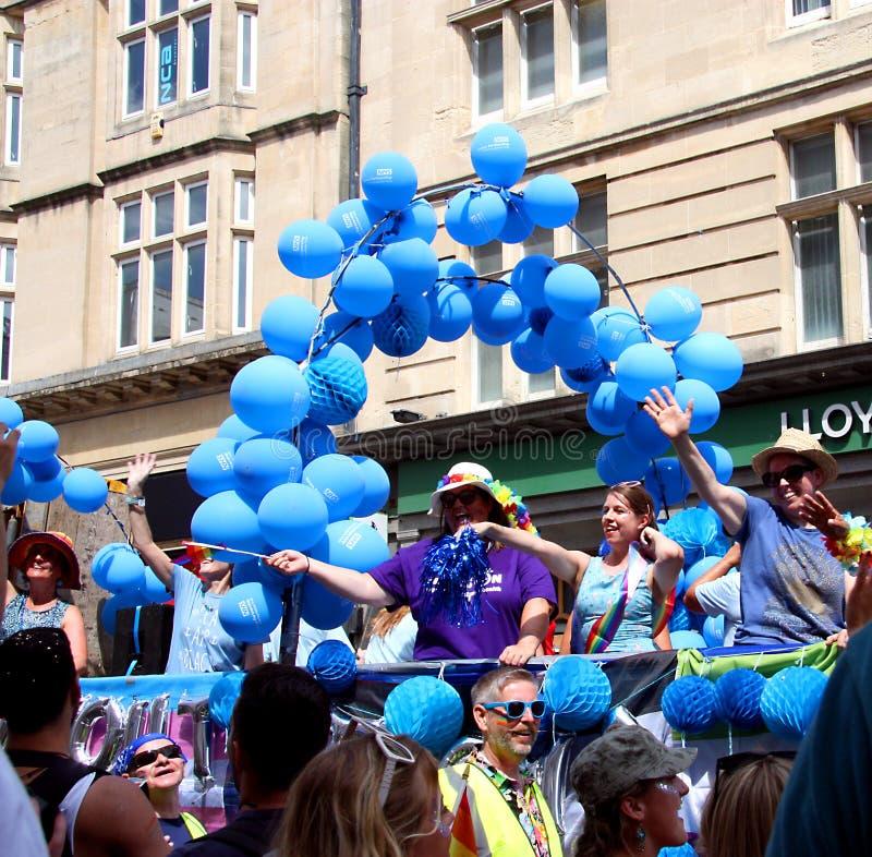 Allmänna hälso-och sjukvårdenarbetare i Brighton Pride royaltyfria bilder
