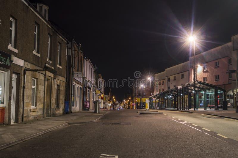 Alloa-Stadt bis zum Nacht lizenzfreie stockbilder