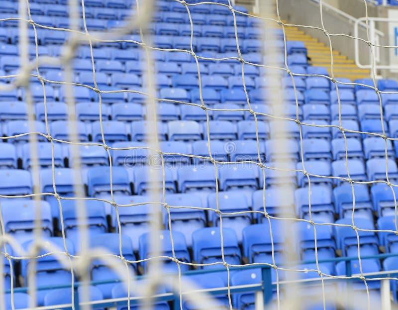 Allocation des places du football derrière le but photos libres de droits
