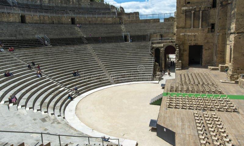 Allocation des places orange d'étape de théâtre romain photos libres de droits