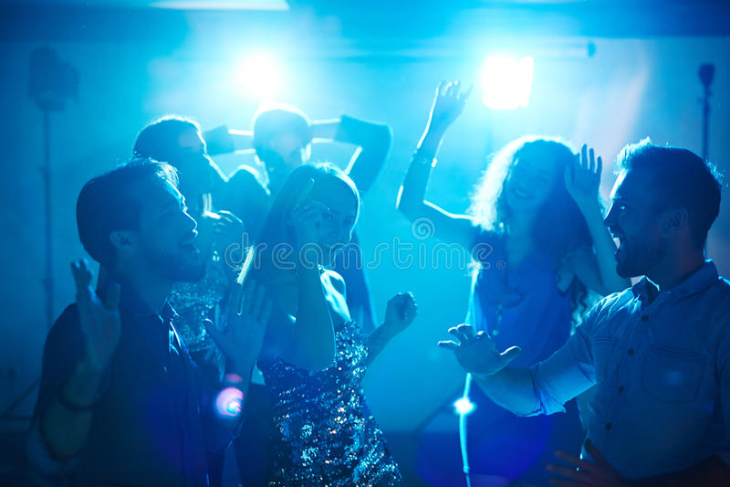 Allsång och dans arkivfoton