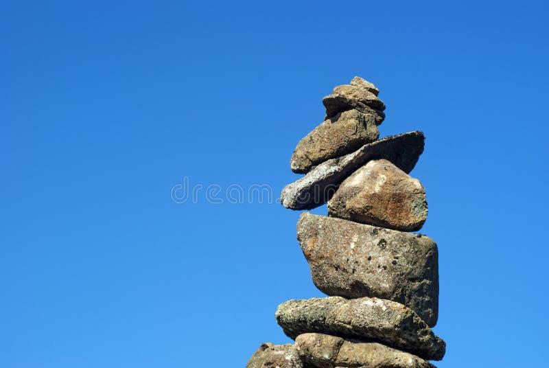 Allsidig pyramid av stenar arkivfoto
